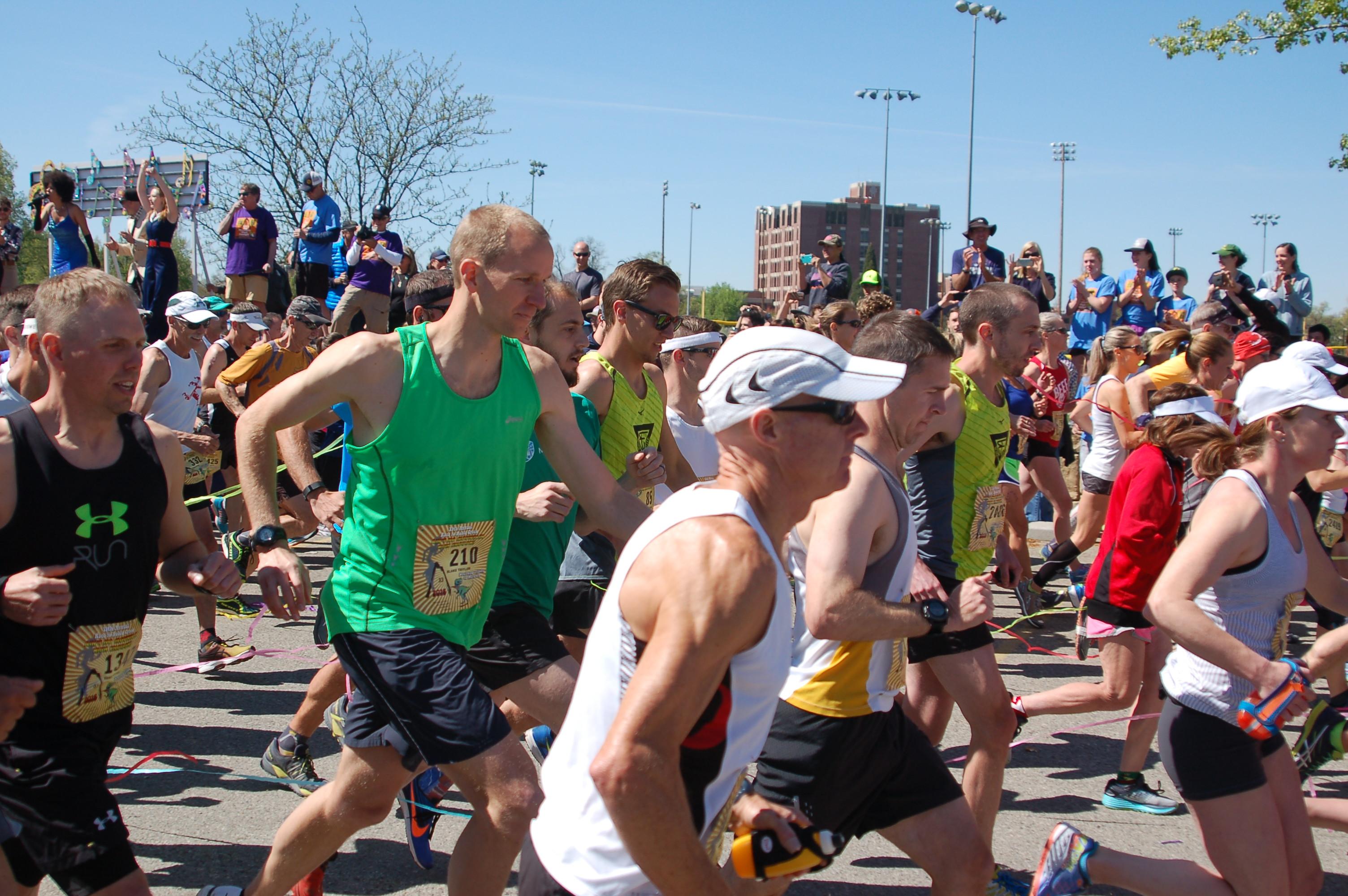 2016 Race to Robie Creek - Blake Running at the Start